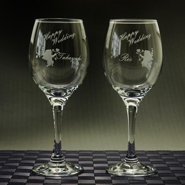 結婚式のお祝いに友人からのペアワイングラスをプレゼント