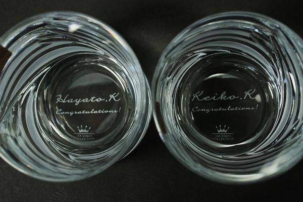 グラスの底にメッセージと名前を彫刻!