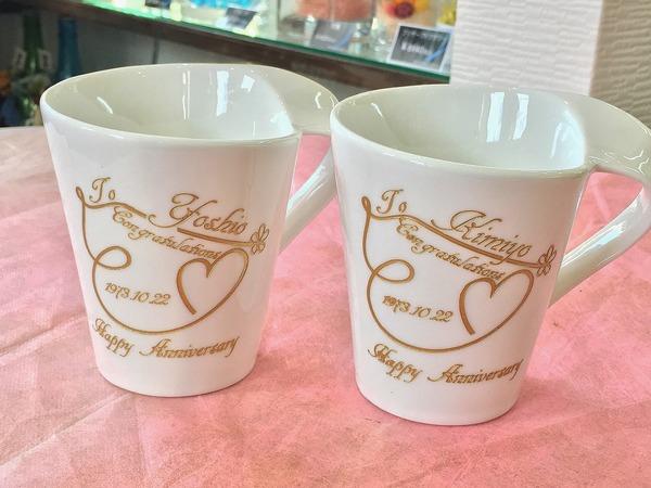 工房の教室でペアのマグカップを制作。