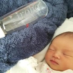 人気の哺乳瓶と赤ちゃんと写真をいただきました。