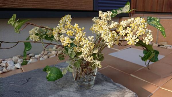 【ガラス花留】お花を生けました