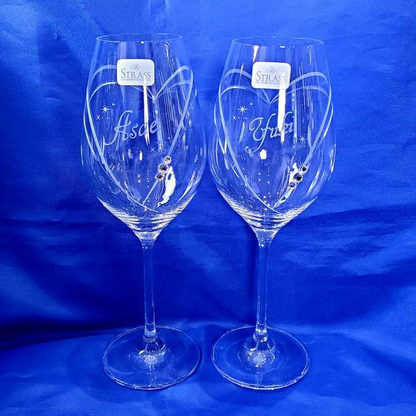 結婚式のお祝いに彫刻入りグラスがおすすめです♪