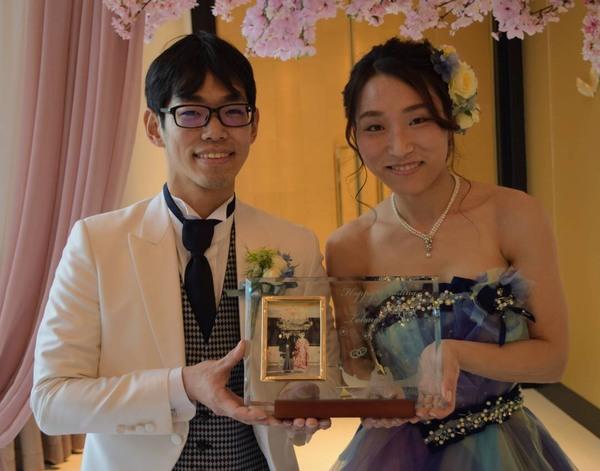 結婚式のWelcomeボード、ワインボトルやグラスなどに彫刻で華やかさUP♪